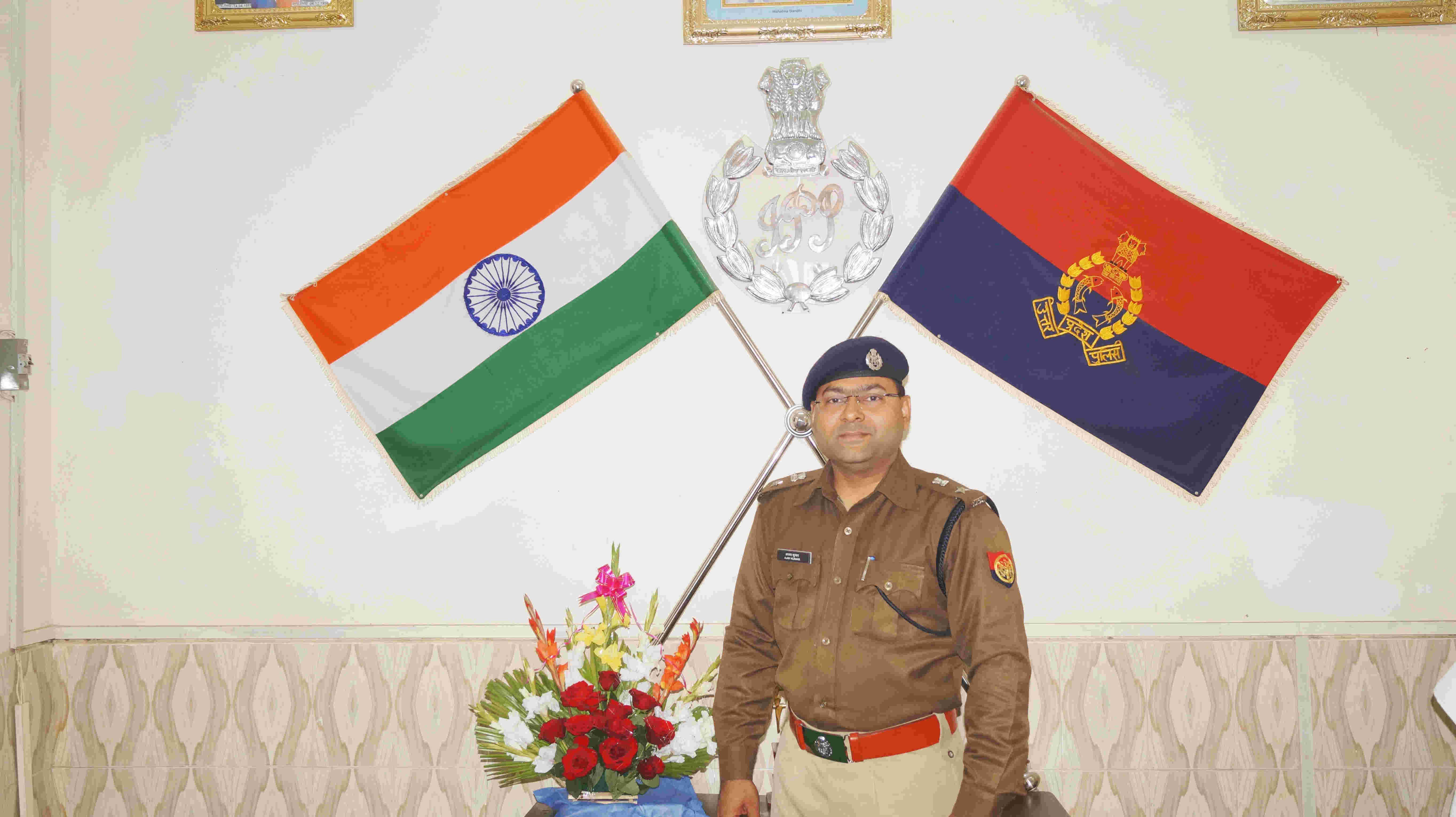 पुलिस अधीक्षक शामली अजय कुमार का जहांगीरी इंसाफ,पीड़ित की फरियाद सुनने ऑफिस छोड़कर बाहर आए