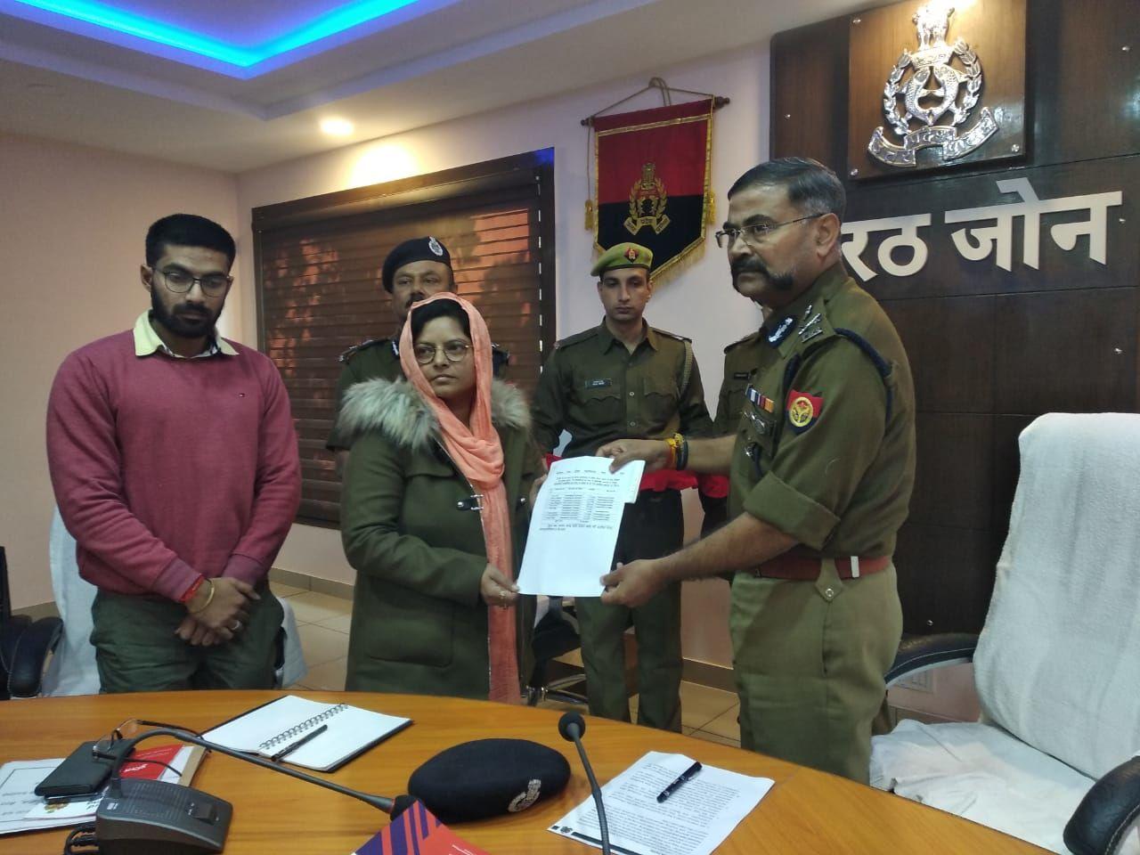 एडीजी प्रशांत कुमार ने दिया शहीद सुबोध कुमार की पत्नी को 70 लाख 8 हजार का चेक