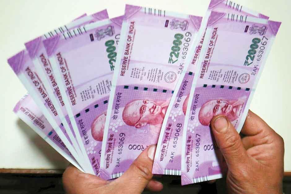 भारत के 9 अमीरों के पास है देश की आधी आबादी से ज्यादा संपत्ति