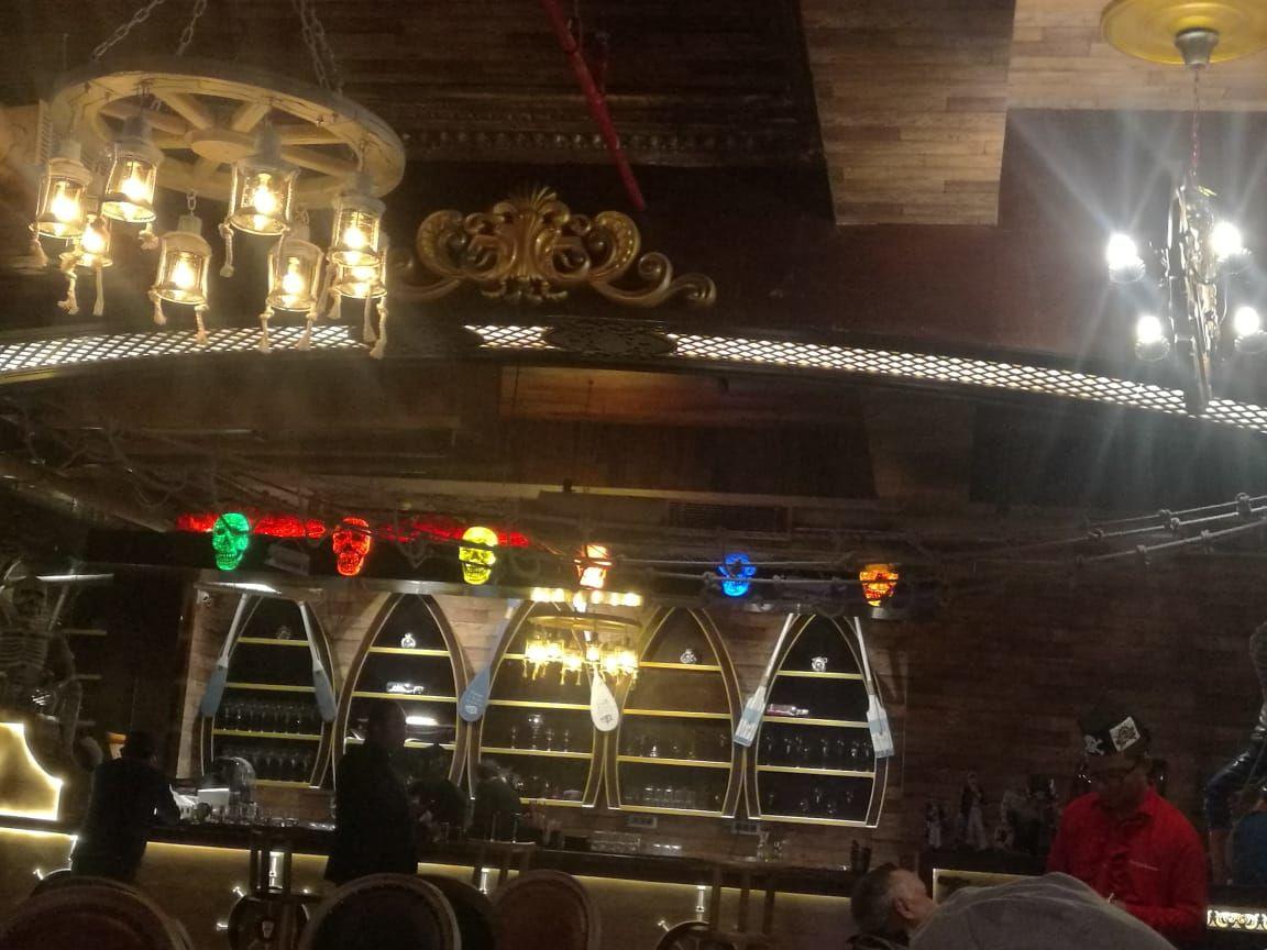 नोएडा के लॉजिक्स मॉल में द फ्लाइंग डचमैन कैफे और बार खुला