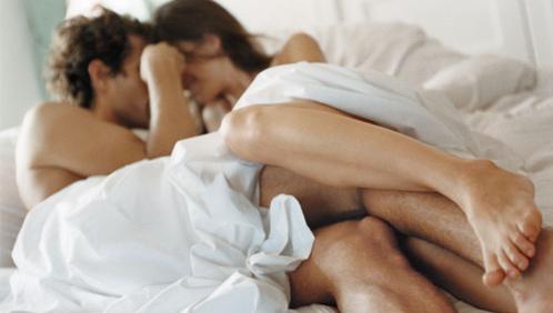 पार्टनर के साथ सेक्स के दौरान भूल से भी न करें ये गलतियां