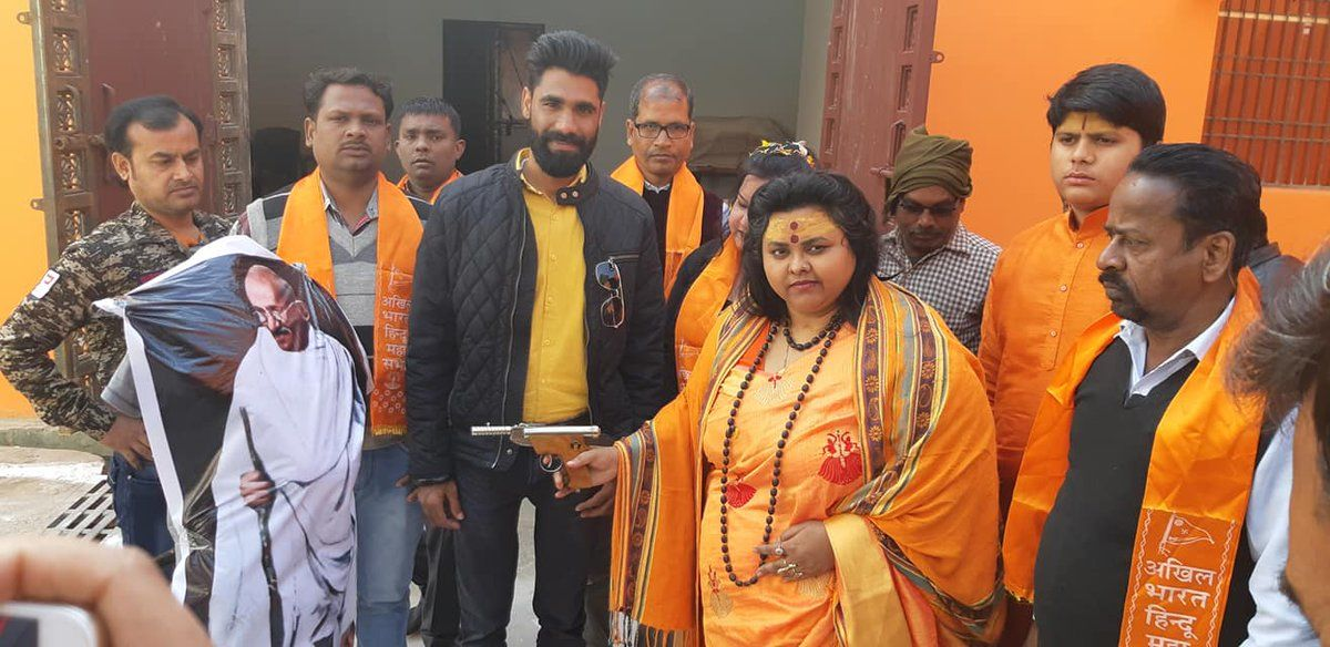 महात्मा गांधी के पुतले पर पिस्टल से गोली चलाने के मामले में अलीगढ पुलिस ने दो हिरासत में लिए, 13 पर केस दर्ज