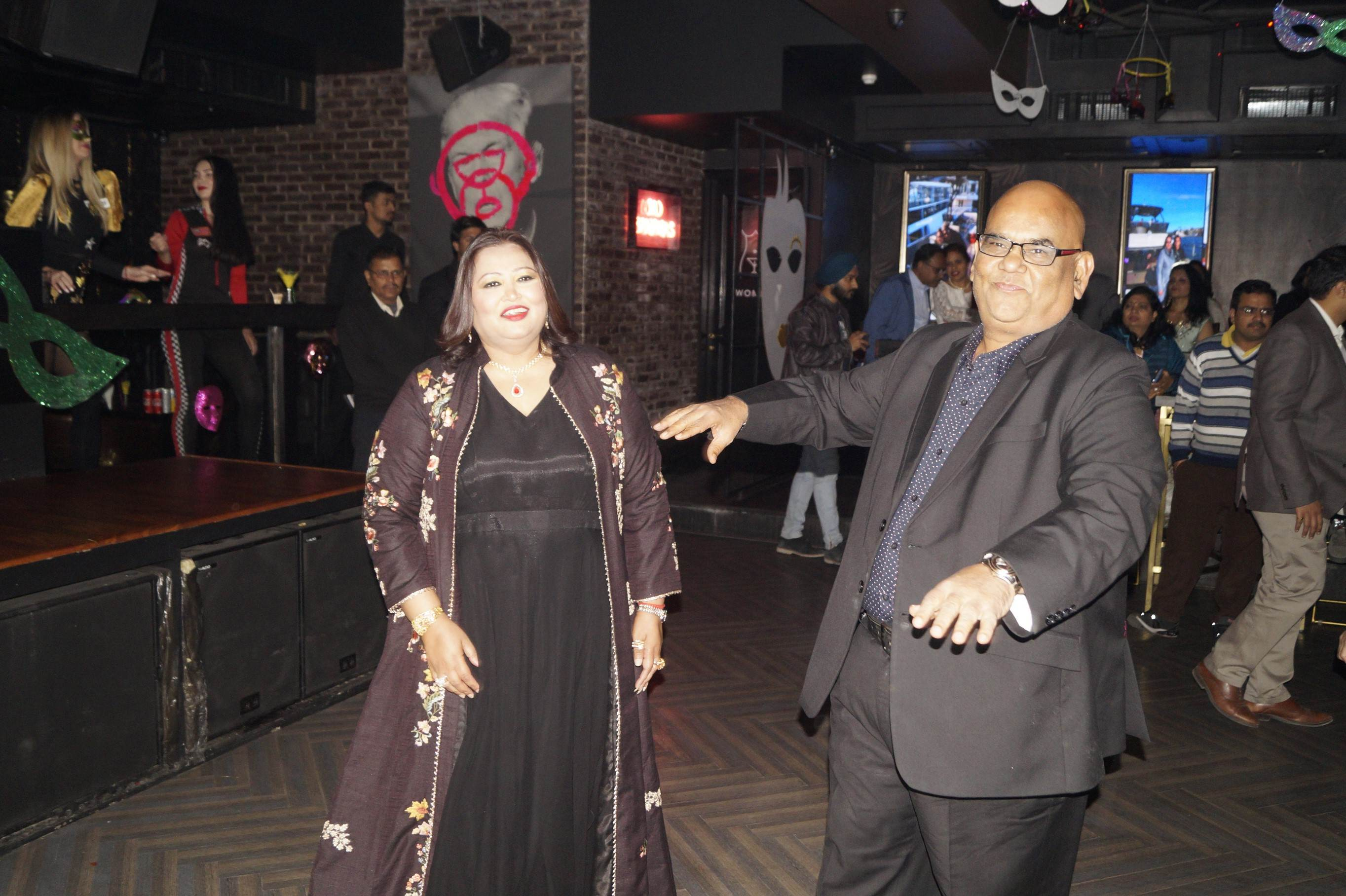 दोस्त शिल्पी शर्मा के 50वें जन्मदिन पर जम के नाचे एक्टर सतीश कौशिक