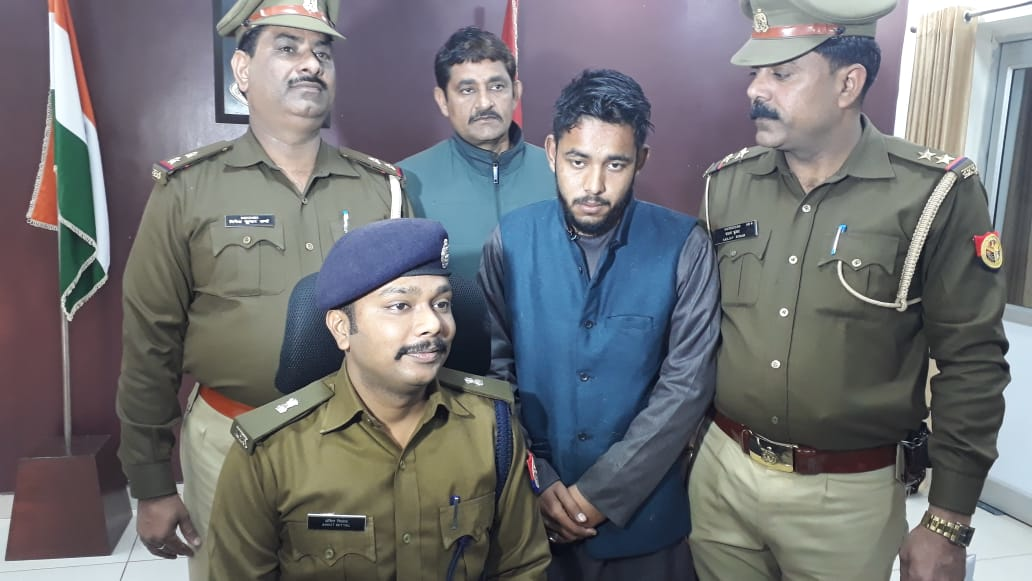यूपी पुलिस ने खोला 22 साल के समीर और 75 साल के जाहिद की फेसबुक दोस्ती का राज, सुनकर उड़ गये होश!
