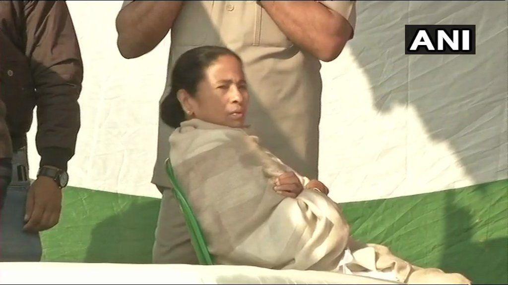 #CBIvsKolkataPolice : धरने पर बैठीं ममता बनर्जी के समर्थन में एकजुट हुआ विपक्ष, जानें- अब तक क्या हुआ?