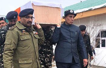 LIVE : राजनाथ सिंह ने दिया शहीदों को कंधा, पाक में भारतीय उच्चायुक्त को बुलाया गया दिल्ली