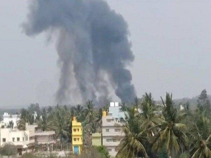 बेंगलुरु: सूर्य किरण विमान हादसे में एक पायलट की मौत, दो घायल