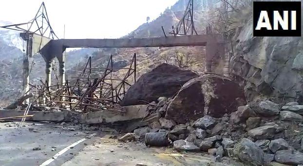 हिमाचल प्रदेश में भारी बरसात के चलते शिमला किन्नौर राजमार्ग बंद