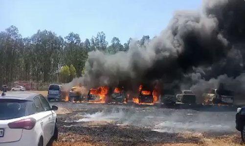 एयर शो में बड़ा हादसा, कार पार्किंग में आग से लगभग 100 गाड़ियां जलकर हुईं खाक