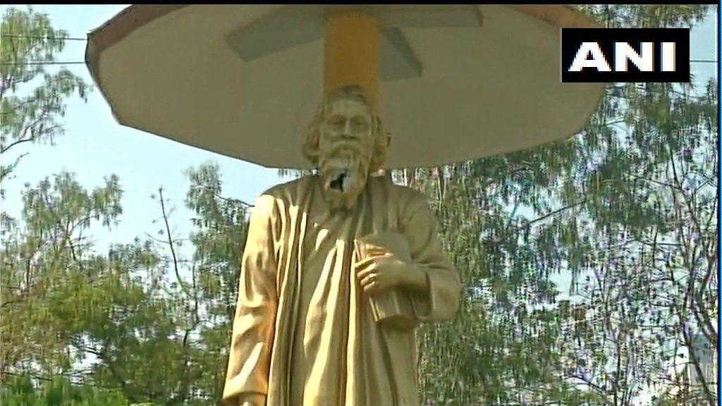 पश्चिम बंगाल के बिधाननगर में रवींद्रनाथ टैगोर की मूर्ति को तोडा