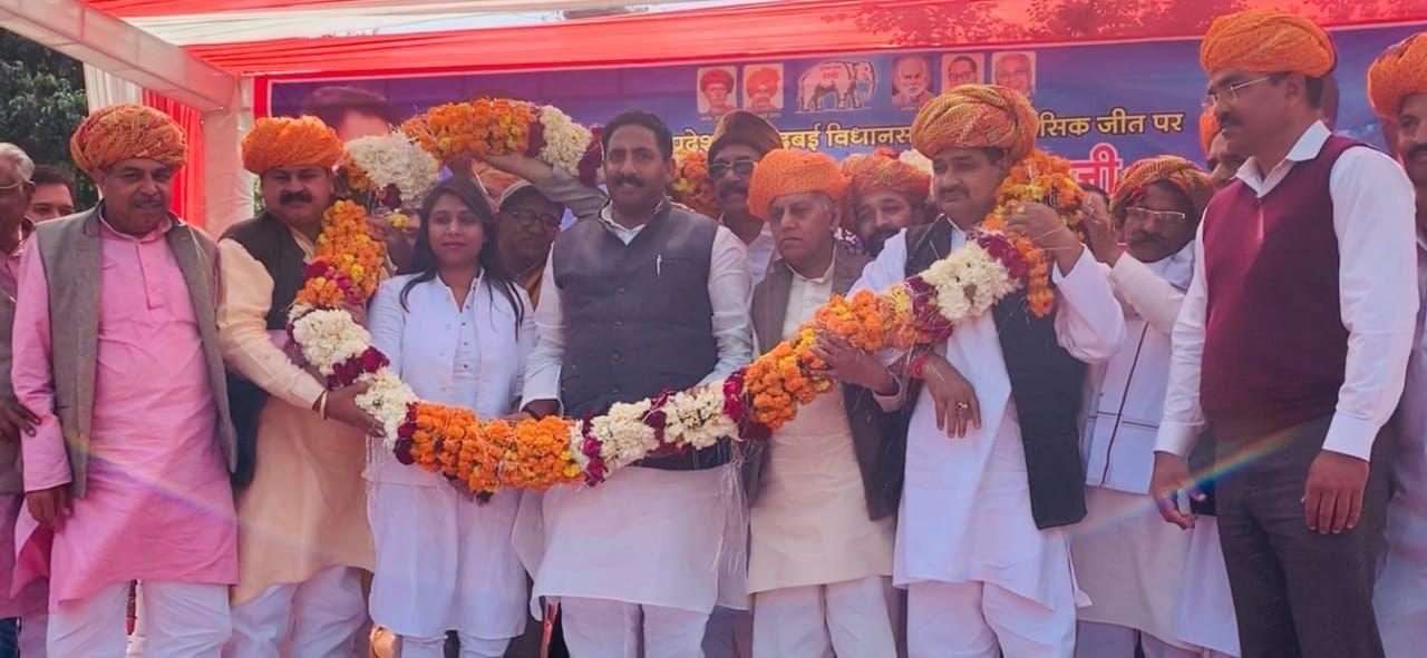 बसपा विधायक का झुंडपुरा गांव में जोरदार स्वागत