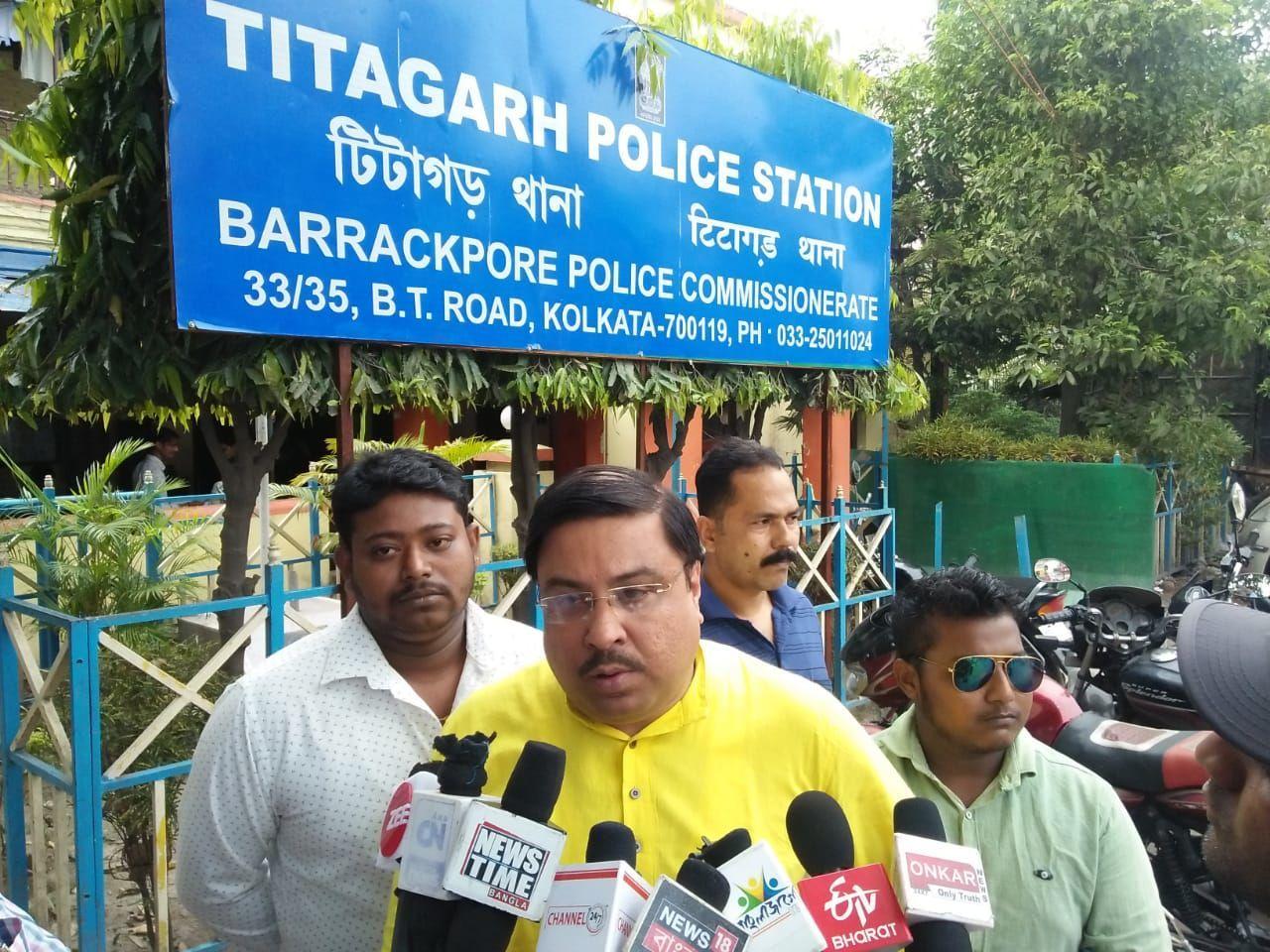 TMC विधायक अर्जुन सिंह BJP में हुए शामिल उधर तृणमूल कांग्रेस के नेता ने थाने में दर्ज कराई शिकायत