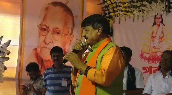 बोरो माँ बिनपानी देवी शारदीय कार्यक्रम में जब कैलाश विजयवर्गीय ने गाया यह गाना तो रोने लगी भीड़