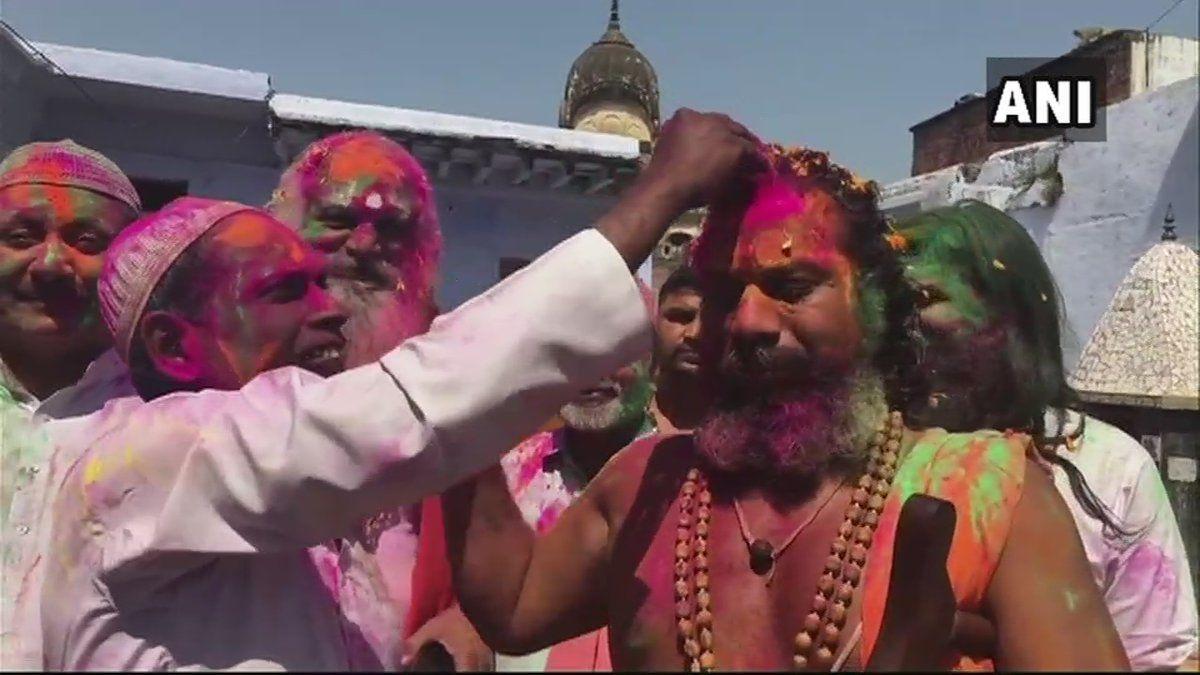 अयोध्या मामले के इकबाल अंसारी और महंत धरमदास ने खेली अयोध्या में होली