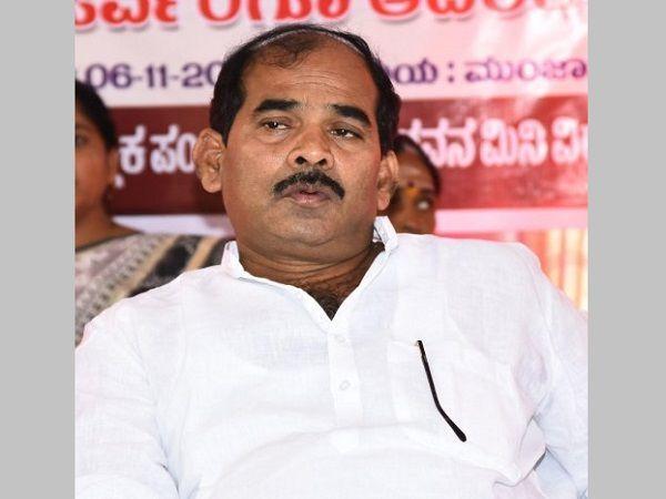 कर्नाटक सरकार के मंत्री सी एस शिवल्ली का दिल का दौरा पड़ने से निधन
