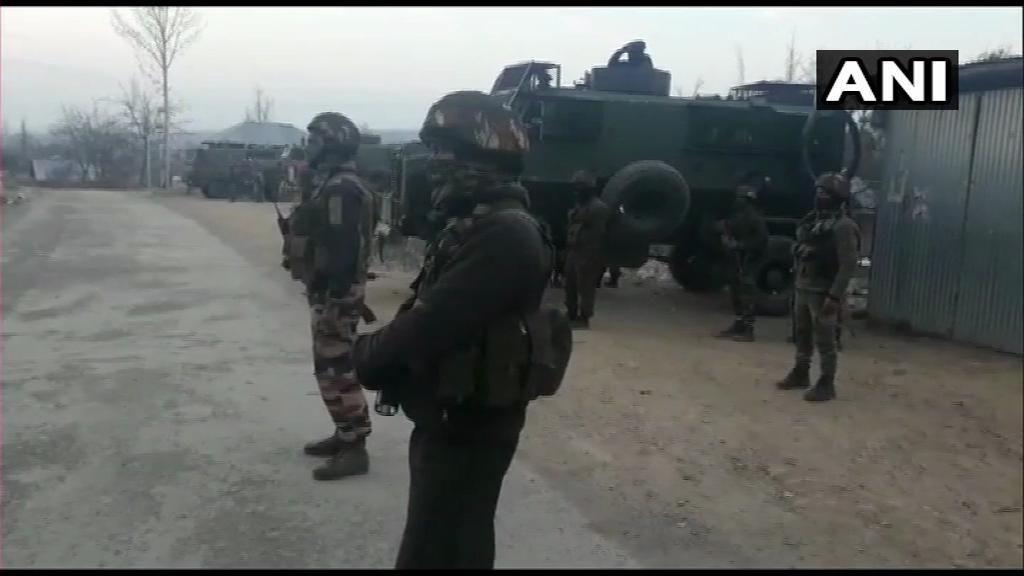 जम्मू-कश्मीर : शोपियां में ज्वाइंट ऑपरेशन में 3 आतंकी ढेर, भारी मात्रा में हथियार बरामद