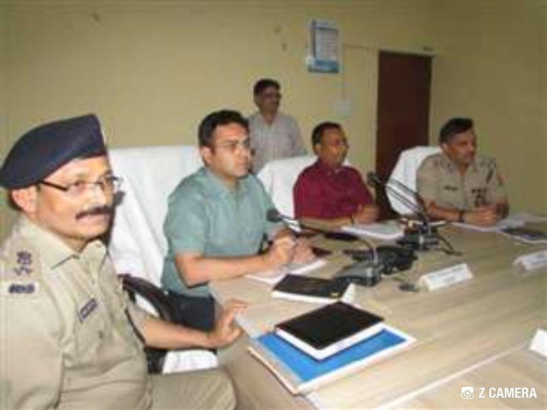 लोकसभा चुनाव को लेकर बिहार और यूपी अधिकारीयों के साथ मंडलायुक्त और आईजी ने की मीटिंग