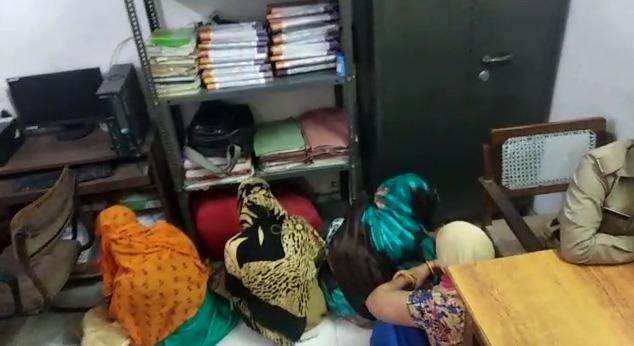 काफी दिनों से चल रहे सेक्स रैकेट का पुलिस ने किया भंडाफोड़, आपत्तिजनक हालत में युवक-युवतियां गिरफ्तार!