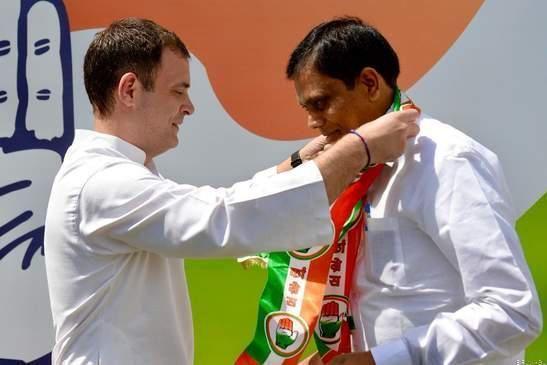 बीजेपी सांसद अशोक कुमार दोहरे कांग्रेस में शामिल, राहुल ने दिलाई सदस्यता