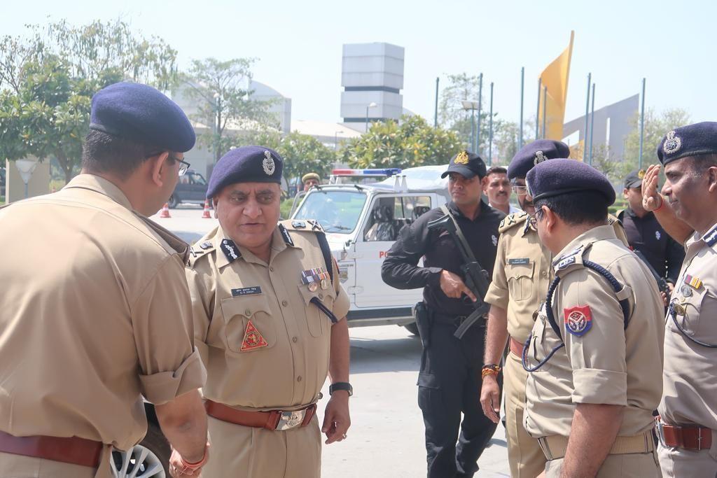 डीजीपी ओपी सिंह ने यूपी की सीमा से सटे राज्यों के अधिकारीयों के साथ नोएडा में की बैठक, चुनाव को लेकर की बातचीत
