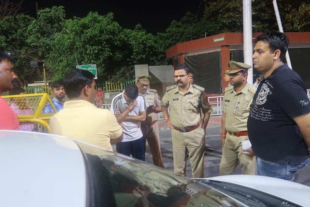 नोएडा एसएसपी कृष्ण ने बचाया यूपी पुलिस का वैभव, मंत्री के OSD की दिल्ली से लूटी कार पन्द्रह मिनट में की बरामद