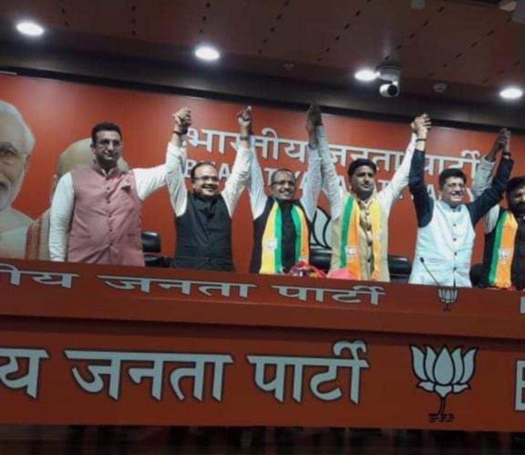 बीजेपी ने दिया सपा को दूसरा बड़ा झटका, गुर्जर समाज के बड़े चेहरे रहे पूर्व मंत्री को किया बीजेपी में शामिल