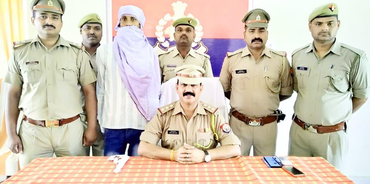 संतकबीरनगर पुलिस ने किया अपराधियों को शरण देने वाला अवैध असलाह समेत गिरफ्तार