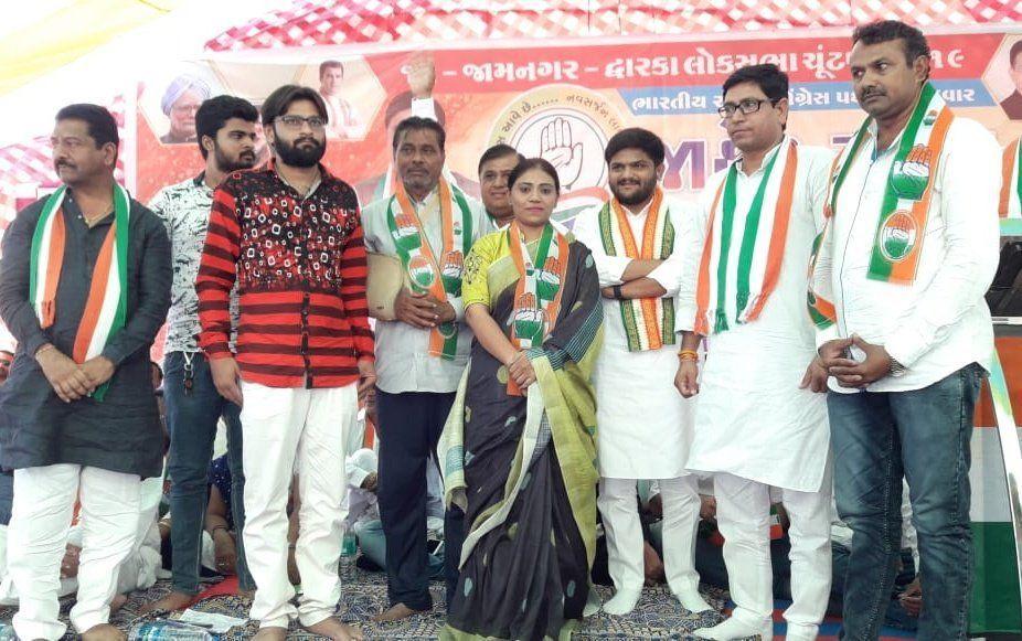 रवींद्र जडेजा की बहन कांग्रेस में शामिल, पत्नी ने थामा था BJP का हाथ