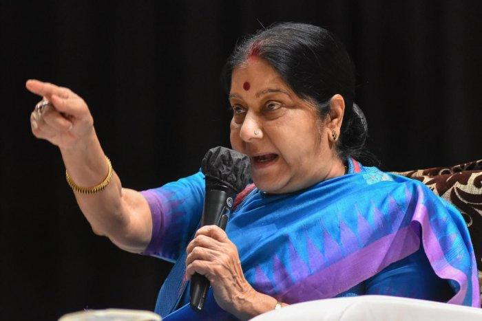 जयाप्रदा के बचाव में सुषमा बोलीं, रामपुर में द्रौपदी का चीर हरण हो रहा हैं, भीष्म की तरह मौन ना साधें मुलायम