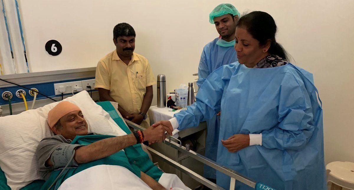 शशि थरूर से अस्पताल में मिलने पहुंचीं निर्मला सीतारमण, कांग्रेसी सांसद ने ट्वीट कर जताया आभार