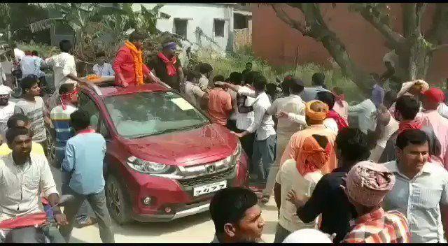 कन्हैया कुमार को दिखाए काले झंडे, समर्थकों ने घर में घुसकर की मारपीट, देखिये वीडियो
