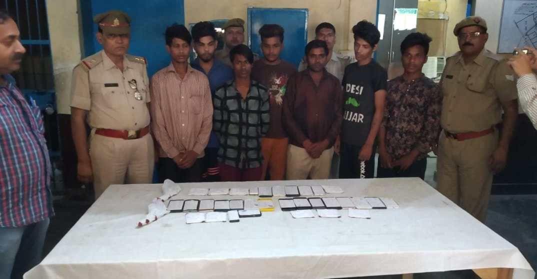 नोएडा पुलिस ने सात मोबाइल फोन लुटेरों को किया गिरफ्तार