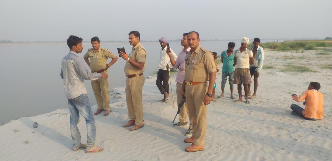 देवा थाना क्षेत्र की घटना, तीन हिरासत में, शव की तलाश में जुटी पुलिस