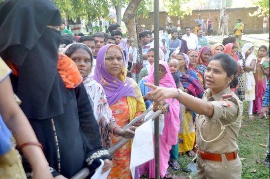 बंगाल में चौथे चरण में भी हिंसा रही कायम, मोदी ममता की रार में फंसा बंगाल