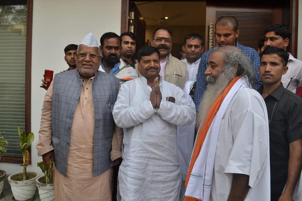 आचार्य प्रमोद कृष्णम के साथ आया ब्राह्मण समाज, तो शिवपाल ने भी किया समर्थन का ऐलान