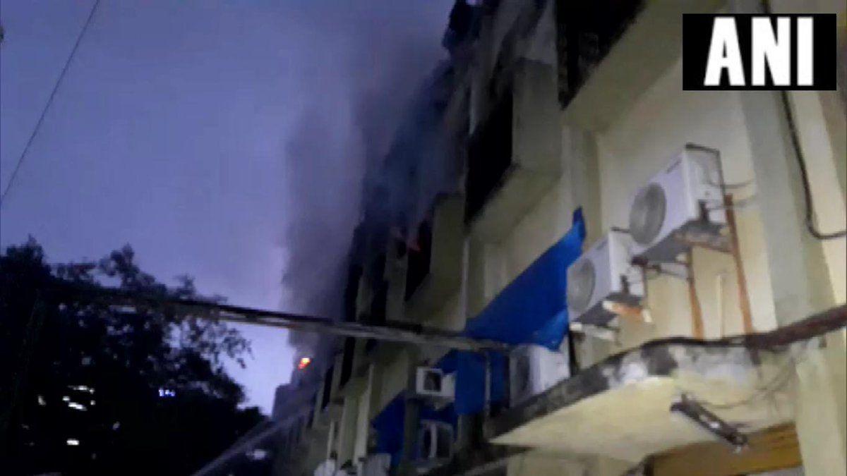 मुंबई : गोरेगांव के कामा औद्योगिक क्षेत्र इलाके में लगी भीषण आग, मचा हड़कंप