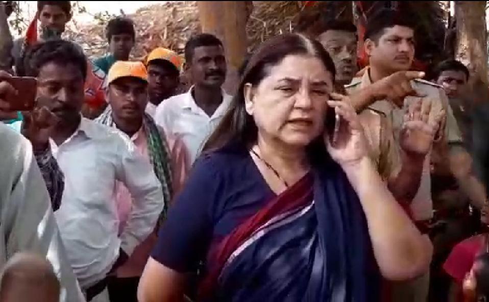 मेनका गांधी पूरे तेवर में आई और यह भी भूल गई कि आदर्श आचार संहिता लागू, देखिये ये वीडियो
