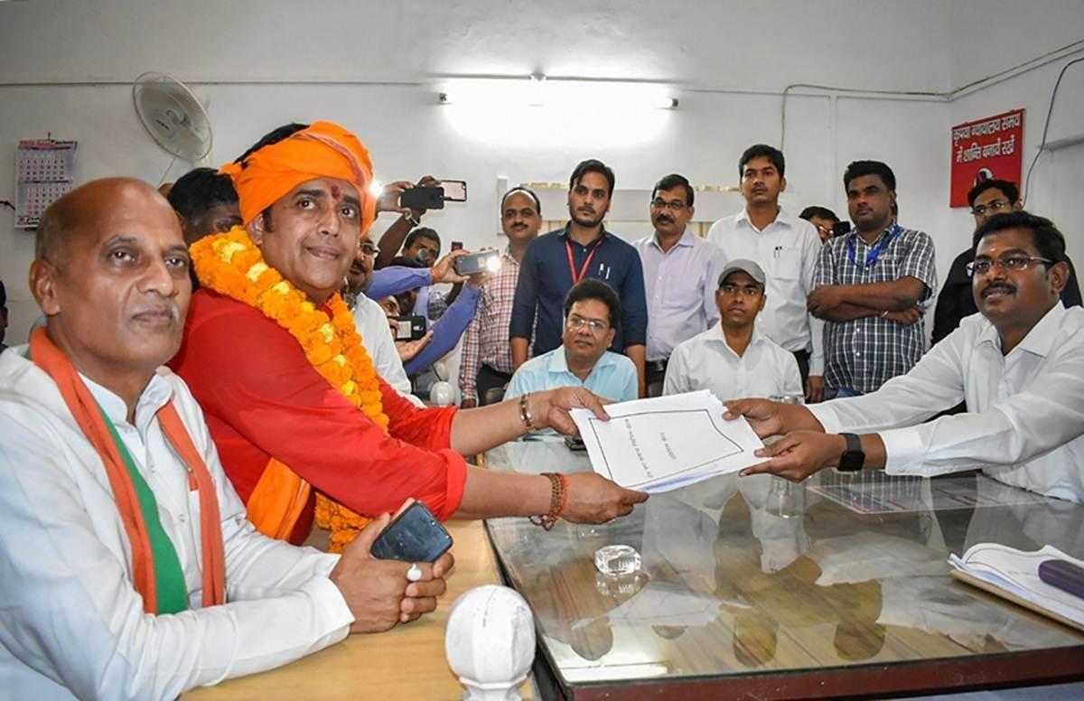 गोरखपुर से BJP उम्मीदवार रवि किशन का नामांकन हो सकता है रद्द, जानिए- क्यों?