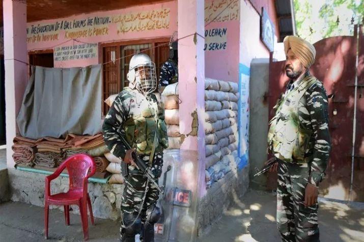 पांचवें चरण के मतदान में बुरहान वानी के गांव में नहीं पड़ा एक भी वोट, पुलवामा के आत्मघाती हमलावर के गांव में पड़े सिर्फ 15 वोट