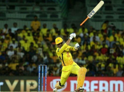 महेन्द्र सिंह धोनी का बल्ला छुटा तो मैच भी छोड़ बैठे