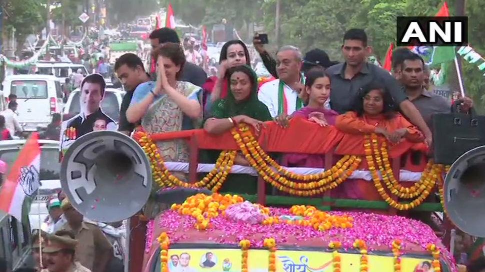 जब प्रियंका गाँधी के रोड शो सामने आईं चाची मेनका गाँधी तो कैसे सामना?