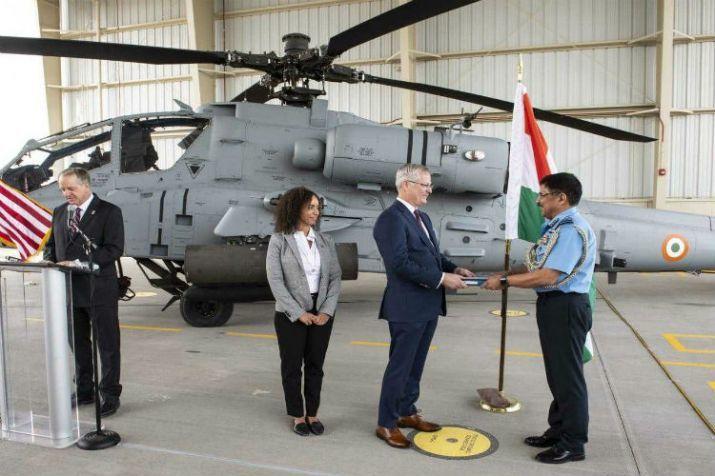 भारतीय वायुसेना की बढ़ी ताकत, बोइंग ने वायुसेना को अपाचे हेलिकॉप्टर की पहली खेप सौंपी