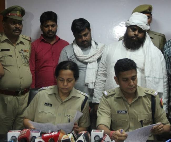 नोएडा पुलिस के हाथ लगी बडी सफलता 25 हजार के तीन इनामी गौ तस्कर गिरफ्तार