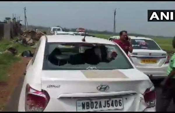 बंगाल में जब बीजेपी उम्मीदवार की तोड़ दी गाडी, तो यह पूर्व आईपीएस अधिकारी फफक फफक कर रोने लगी