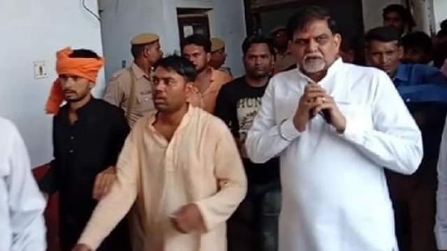 बीजेपी के सजायाफ्ता विधायक अशोक चंदेल ने किया फ़िल्मी अंदाज में कोर्ट में सरेंडर, पुलिस देखती रह गई