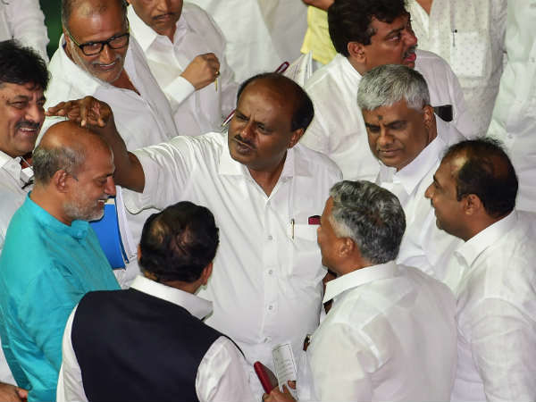 क्या कर्नाटक में गिर जाएगी कुमार स्वामी सरकार?