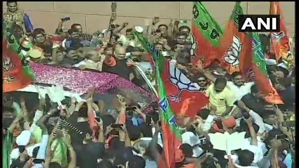 LIVE : बीजपी अध्यक्ष अमित शाह BJP मुख्यालय पहुंचे, भारी संख्या में कार्यकर्ता मौजूद