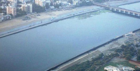 ऐतिहासिक साबरमती नदी के सफाई अभियान में लगे गुजरात के सीएम विजय रुपाणी