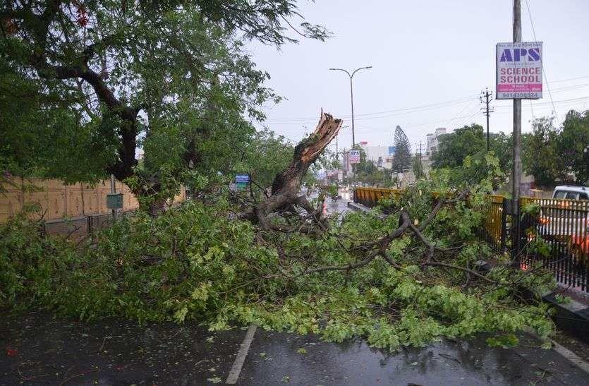 यूपी में आंधी-तूफान और बिजली गिरने से 19 लोगों की मौत, 48 घायल