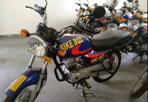 नोएडा पुलिस ने बाइक वोट के ऑफिस पर की छापेमारी, 100 बाइक पांच चैक से भरे झोले और कागजात बरामद